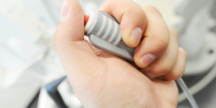 dugme kojim pacijent kontroliše rad